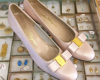 Vintage 80s classic Ferragamo pearl pink bow flats Size 10 1/2  (may also fit size 10 ) Made in Italy
