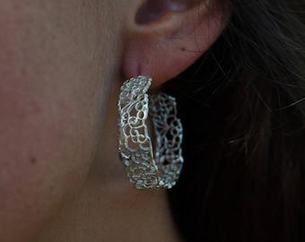 Filigree style bold hoop earring