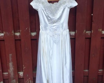Back to School Sale Vintage Mon Cheri Wedding Dress / Size 16 White Wedding Gown with Cap Sleeves