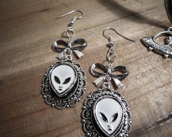 Silver cabochon earrings felt alien I want to believe ♠ ♠