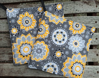 One (1)  POT HOLDER - Yellow, White and Black Flowers on Gray, Personalization Available