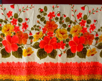 Gorgeous, bright amazing piece of vintage Polynesian textiles bright Hawaiian fabric / material