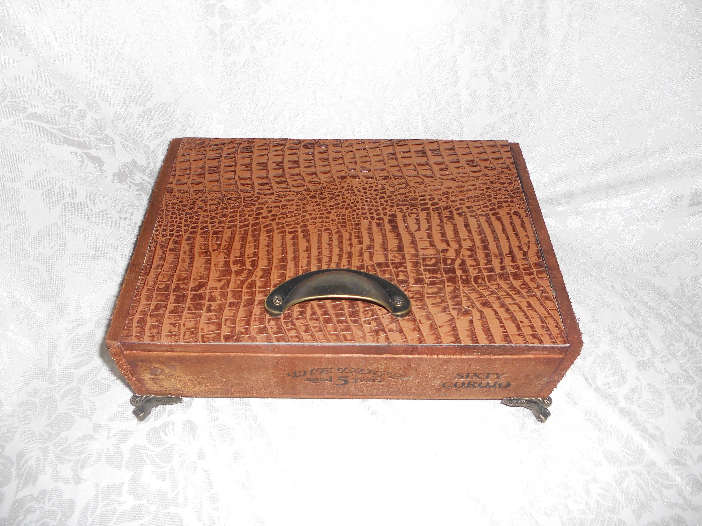 Mens Jewelry Box, Custom Cigar Box Men's Valet, Embossed Alligator Leather, Valuable Box, Stash Box, Authentic Cigar box, Leather
