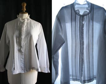 Antique white blouse, long sleeves, cotton. 1900's