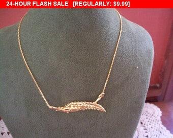 ART goldtone leaf pendant choker necklace