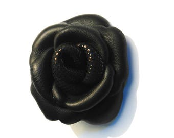 Flower brooch in black lambskin leather and cowhide black speckled glossy