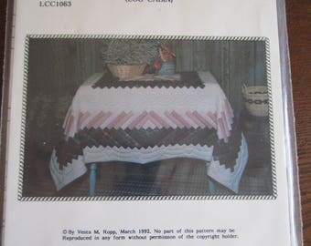 Boston Commons Tablecloth Log Cabin Pattern