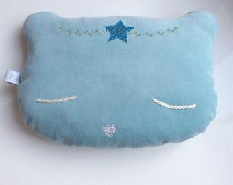 Coussin Chat féérique en velours bleu mint,  yeux brodés en coton écru et museau coeur argent, coussin enfant