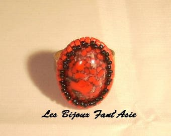 Embroidered and ring set on poppy adjustable glass cabochon