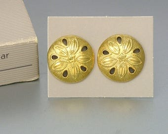 Vintage AVON 'Summer Sand Dollar' Goldtone Pierced Earrings (1988) Original Box. Vintage Avon Earring. Beach Earrings. Vintage Avon Jewelry
