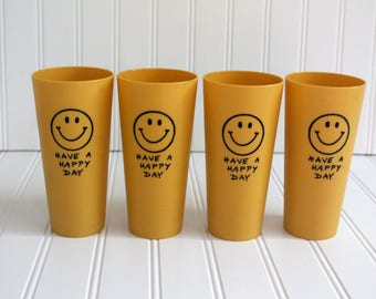Plastic Drinking Glasses/Tumblers in Gold with Smiley Faces & Have a Happy Day in Black, Vintage/Retro Set of Four 12 ounce Cups