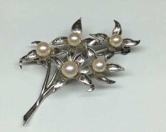 Vintage 950 Sterling  Silver And   White Pearl Flower Pin/Brooch!!!