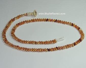 "19"" Kahelelani herringbone style shell lei #213"