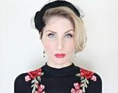 Vintage 1950s Hat / Black feather hat / Black velvet bow / Tulle trim