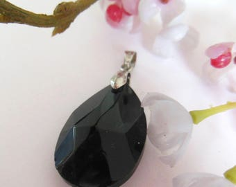 pretty Teardrop Pendant has faceted glass