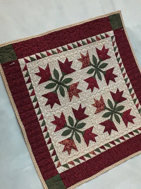 Idaho lily Quilt Kit. Kim Diehl Simple Whatnots Club. Patchwork Sewing Primitive Style Flowers and Stems for Table Topper or Wall Hanging