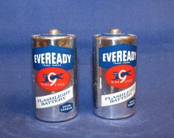 VINTAGE EVEREADY 9-Lives Batteries Set of 2 C Cell