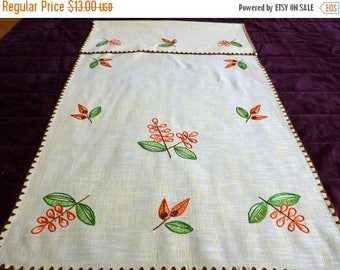 25% SUMMER SALE Vintage yellow linen hand embroidered Towel with FLOWERS hanging dish towel Kitchen Dishtowel embroidery dishcloth 80s