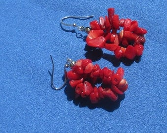 Retro Dyed Red Mother Of Pearl Chip Dangling Pierced Earrings