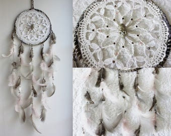 A l'Ombre des Nymphéas .dreamcatcher white grey pink vintage doily feathers & skull pagan decoration witchcraft gothique wall-hanging .