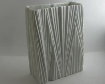 Rosenthal Germany studio-line. Matte white porcelain vase. Design: Martin Freyer. Modernist. Height about 14.5 cm. Op Art VINTAGE