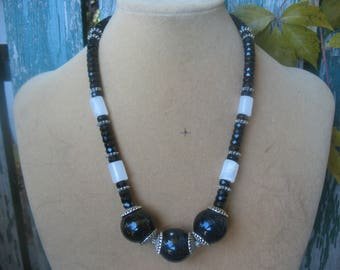 Beautiful Short Black and White Necklace