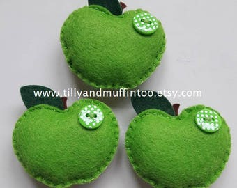 Felt Apple Magnet.Green Apple Magnet.Apple Magnet.Fridge Magnet.Refridgerator Magnet.Teacher Gift.Needleminder.Apple Needleminder.