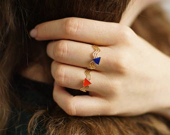 Ring with triangle and colored resin: red, turquoise or Blue Navy, gold filled