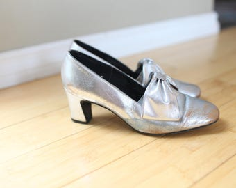 vintage SILVER bow leather heels womens 8