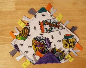 Bug crinkle sensory tag blanket, baby tag blanket, bug tag blanket, crinkle tag blanket, ribbon blanket, baby toy, sensory development toy