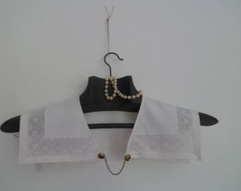 Antique collar in cotton and lace on a wooden hanger