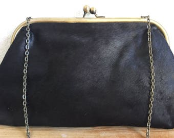 Superb 100% leather bag/pouch style retro with its detachable chain.