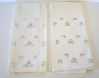 Vintage Cloth Napkins Pair Embroidered Flowers So pretty Proper Tea Party Linens
