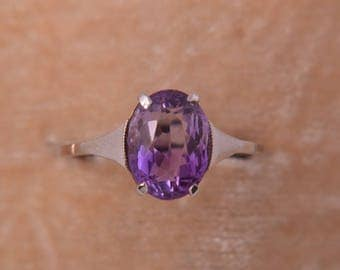 9ct Gold 1950's Ring With An Amethyst (943p36)