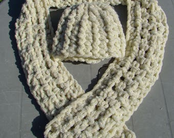 Super Chunky Knit Ladies Crochet Hat & Scarf set