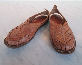 vintage huaraches leather sandals woven leather close toed slides