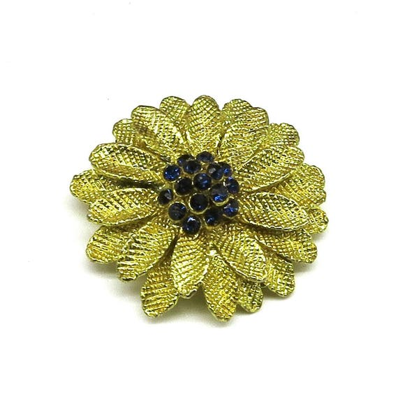 Vintage scarf / sweater / dress clip, gold tone metal flower with textured gold petals and blue glass stones, 3D with multiple layers, 1970s