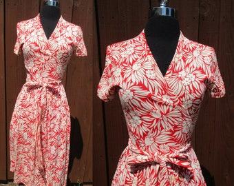 DVF Diane von Furstenberg 1970s Red & White Floral Print Wrap Dress Short Sleeve Made in Italy Sz 10