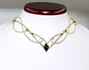 Elven necklace in Gold and Green, fantasy jewelry for elf costume, wire necklace for Elven Wedding, elvish jewelry, fantasy lover gift