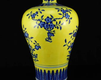 N3800 Chinese Yellow Ground Blue And White Porcelain Vase