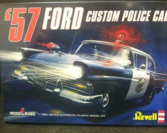 Revell 85-4081 - '57 Ford Custom Police Car Model King 1/25th Scale Kit 85-4081