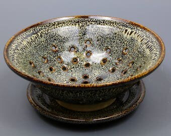 Berry Bowl in Speckled Hen Glaze