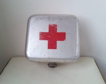 10%Off Vintage medical aluminum tin box - metal container - paramedic box- medical first aid kit suitcase box