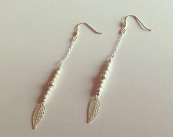 Earrings in silver beads and leaves
