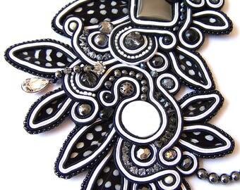 Necklace high fashion, Buda collection. Waxebo