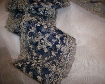 Divine marine blue/ivory very fine silk lace small pattern good for doll dressing gossamer
