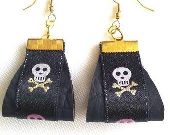 Ribbon black leather skull earrings