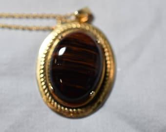 Tiger's eye stone pendant on gold