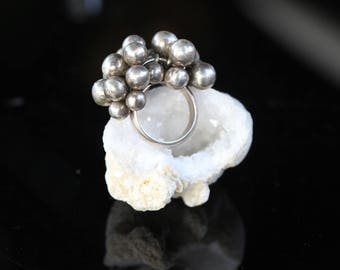 Vintage Sterling Silver Ring / Dangle Ball Cha Cha Ring / size (6.5)