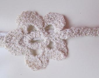 Headband, serre-tête ou encore tour de coup, romantique ou shaby, crochet fait main dans un coton crème lurex doré